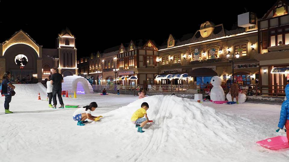 No jackets? no problem. Kids playing snow at Snow Town.